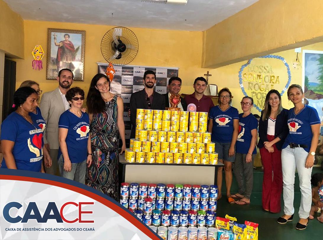 Entrega das latas de leite em pó arrecadadas no São João Solidário
