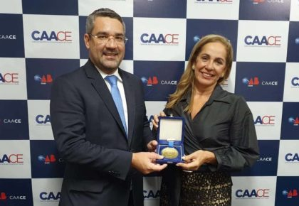 Entrega da Comenda Clodoaldo Pinto a advogada Rossana Brasil Kopf.